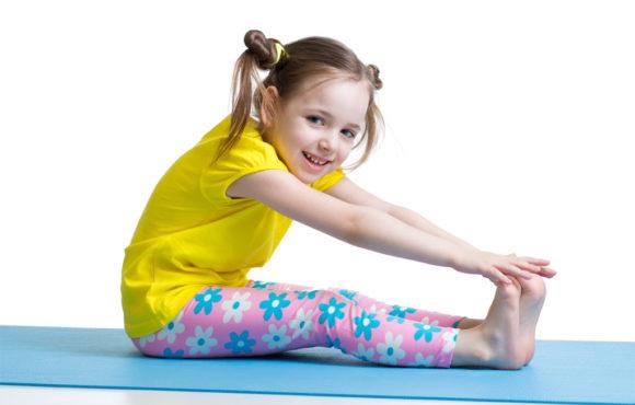 Por qué tu hijo debería practicar yoga
